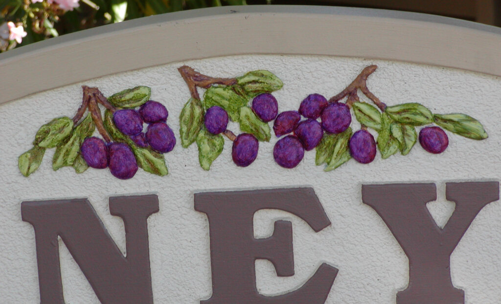 Campbell custom signs apartment grapes pruneyard